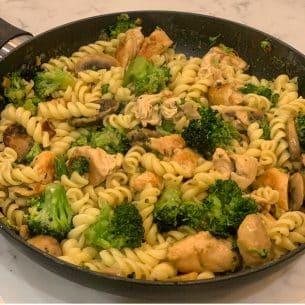 Healthy Chicken & Broccoli Pasta